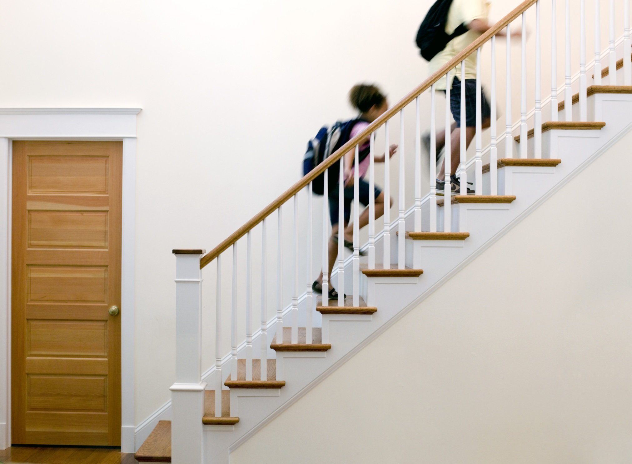 Merveilleux Kids With ADHD And Anxiety Running Up Stairs